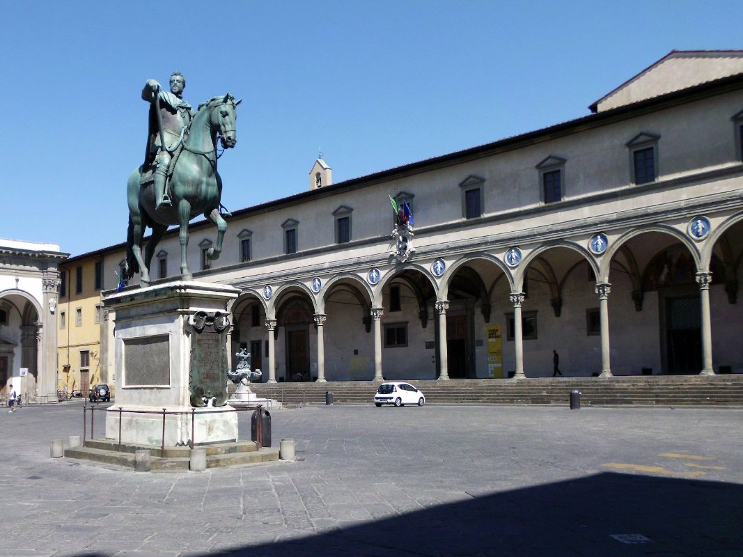 Piazza Ss Annunziata and Innocents Museum