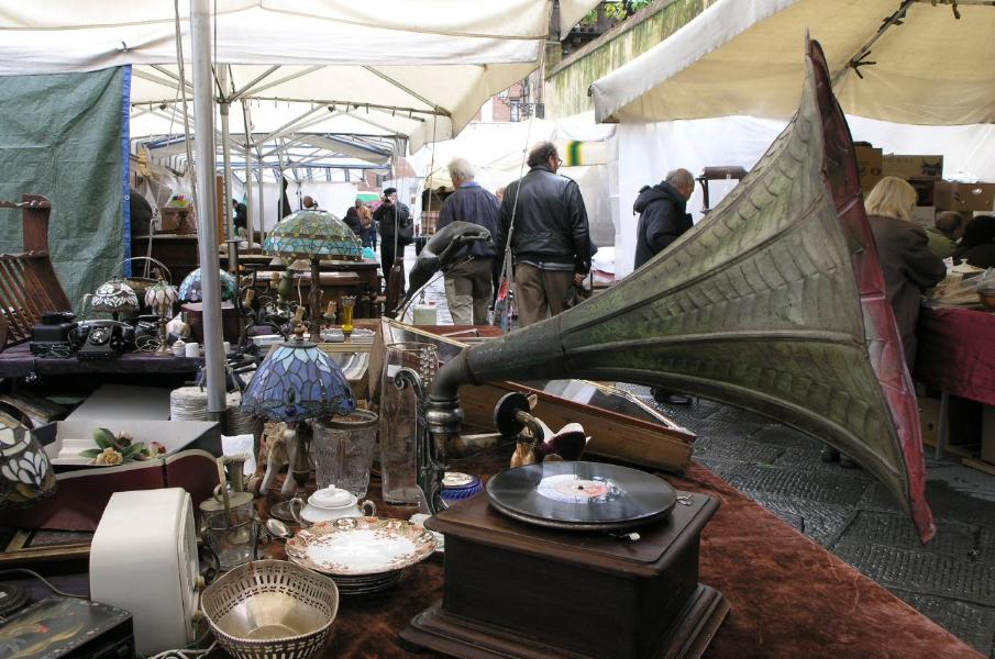 Antiques in Lucca