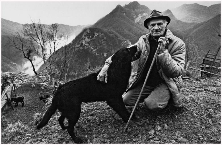 A man and his dog in Vergemoli