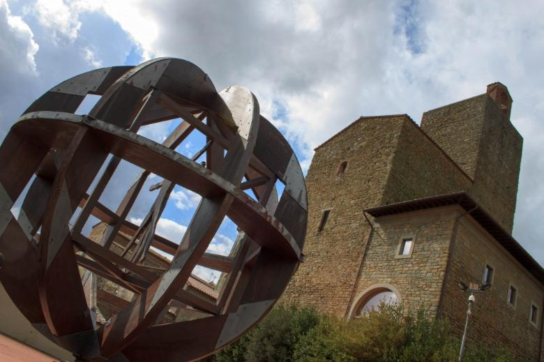 Vinci Castle and the sculpture inspired by Leonardo's Vitruvian Man