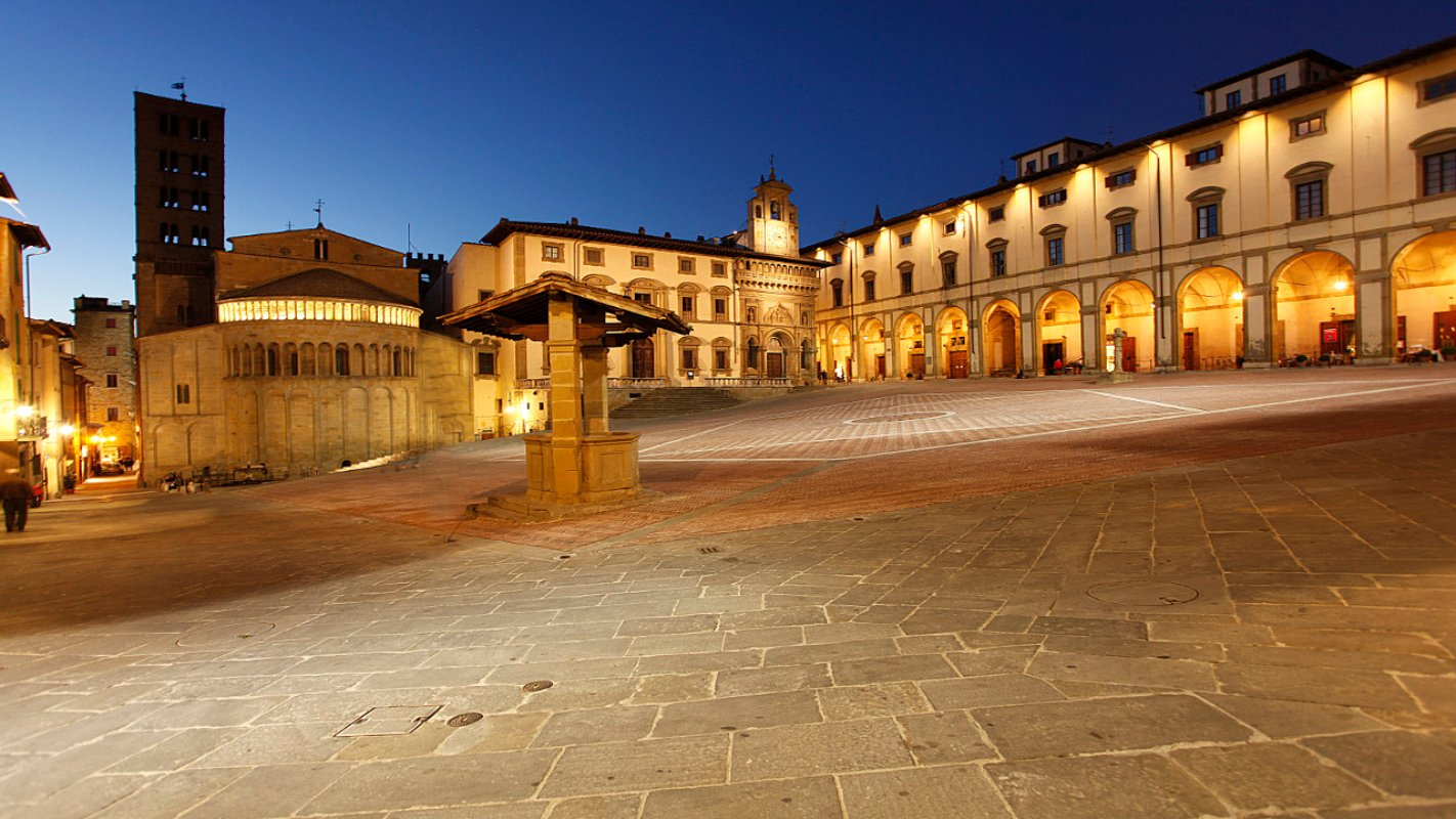 Arezzo by night